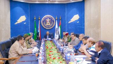 صورة الرئيس القائد عيدروس الزُبيدي يترأس اجتماعًا للقادة العسكريين والأمنيين