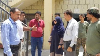 صورة فريق من المجلس الانتقالي يتفقد أوضاع سجن المنصورة