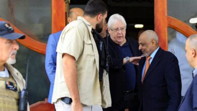 صورة المبعوث الأمريكي يبحث مع غريفيث نتائج زيارته إلى العاصمة اليمنية صنعاء