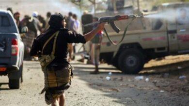 صورة اشتباكات مسلحة بين عصابتين تابعتين لمليشيا الإخوان في تعز