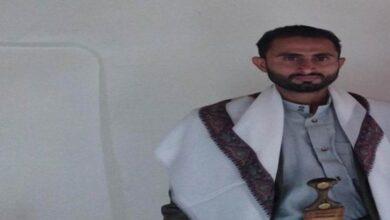 """صورة بعد عودته من دورة ثقافية.. مسلح حوثي يقتل والديه """"رميا بالرصاص"""" في #المحويت اليمنية"""