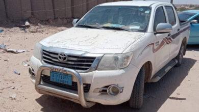صورة الأجهزة الأمنية بساحل حضرموت تستعيد سيارة مسروقة وتعيدها إلى صاحبها
