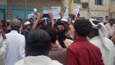 صورة احتجاجات غاضبة في زنجبار تنديدا بارتفاع الأسعار وتواطؤ الشرعية الإخوانية