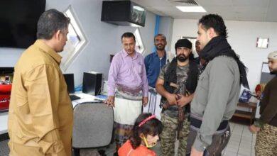صورة الهيثمي يتفقد مستوى عمل مطار عدن الدولي ويلتقي بالموظفين المناوبين خلال أول أيام العيد