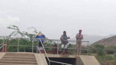 صورة مدير عام #ردفان وقيادة #الانتقالي يشرفان على أعمال صيانة سد سبأ الزراعي  جراء أضرار #السيول