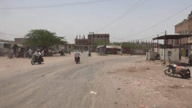 صورة مليشيات الحوثي تقصف أحياء سكنية في حيس اليمنية