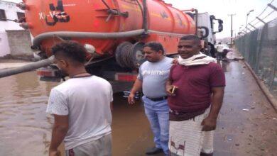 صورة مدير عام #البريقة يشيد بجهود الفرق الفنية في شفط مياه #الأمطار