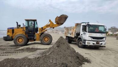 صورة لليوم الثاني على التوالي.. صندوق النظافة ينفذ حملة شاملة لتنظيف ورفع المخلفات بساحل أبين