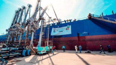 صورة وصول 40 ألف طناً من منحة المشتقات النفطية السعودية إلى ميناء عدن