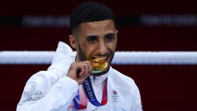 """صورة البطل البريطاني من أصول جنوبية """"جلال يافعي"""" يتوج بالميدالية الذهبية في الملاكمة لوزن الذبابة"""