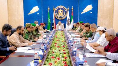 صورة الرئيس الزُبيدي يقف على مستوى جاهزية وحدات القوات المسلحة الجنوبية