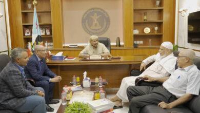 صورة الرئيس الزُبيدي يلتقي رئيس مجلس إدارة مركز حضرموت للدراسات التاريخية والتوثيق