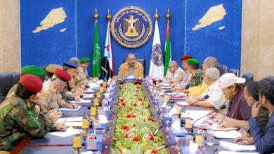 صورة الرئيس الزُبيدي يترأس الاجتماع الدوري للقادة العسكريين والأمنيين