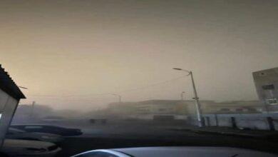 صورة ضباب كثيف يغطي سماء العاصمة عدن ومصدر في الأرصاد يوضح السبب