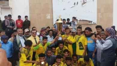 صورة فريق ثانوية الضالع يحرز كأس فقداء التربية والتعليم بعد فوزه على فريق ثانوية الشعيب
