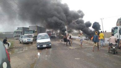 صورة احتجاجات غاضبة في لحج تندد بانقطاع الكهرباء