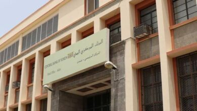 صورة بعد تنفيذ حملة تفتيش.. مركزي العاصمة عدن يوقف شركتي الحداد والخلاقي للصرافة