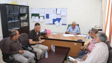 صورة مدير عام المعلا يناقش مشكلة الرصف الحجري مع مدير فرع الصندوق الاجتماعي للتمنية عدن